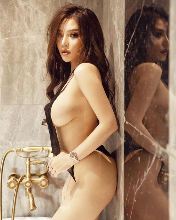 Hình ảnh gái xinh ngực bự, mông to, lồn múp và đẹp