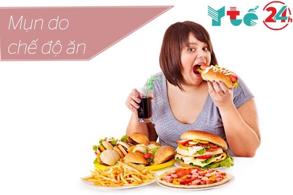 Chế độ ăn uống cũng là nguyên nhân gây ra mụn