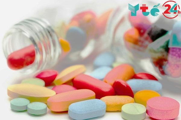 Thành phần chính của thuốc Rabeolone là Triamcinolone