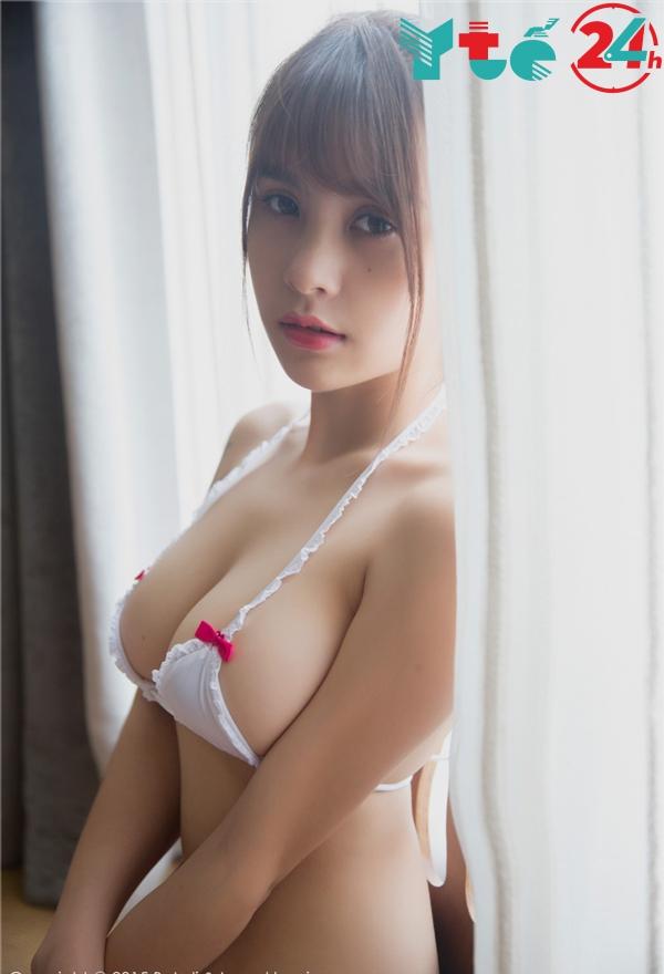 Ảnh gái xinh mặc bikini khoe bưởi căng mọng