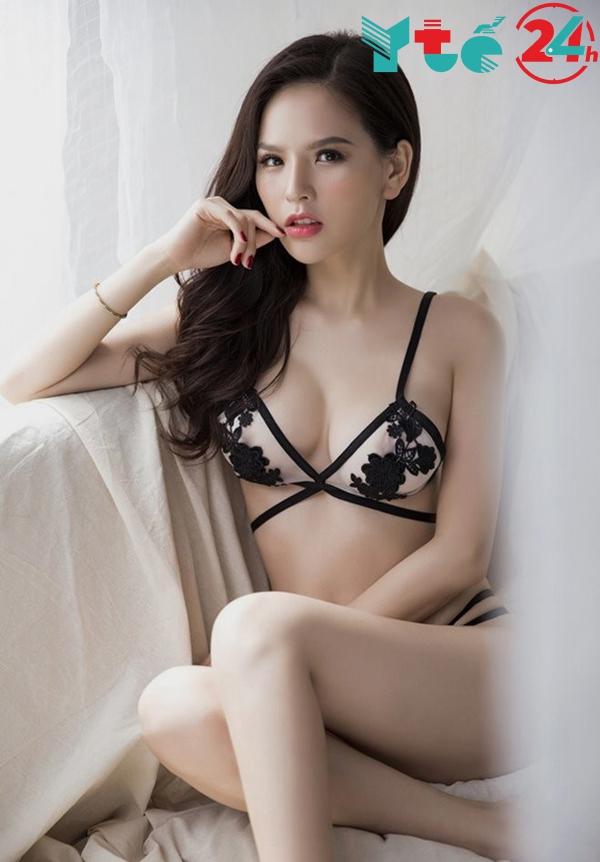 Hình ảnh Phi Huyền Trang mặc bikini
