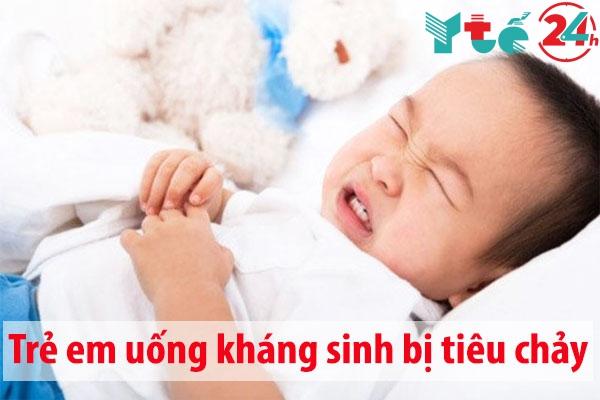 Trẻ em uống thuốc kháng sinh bị tiêu chảy