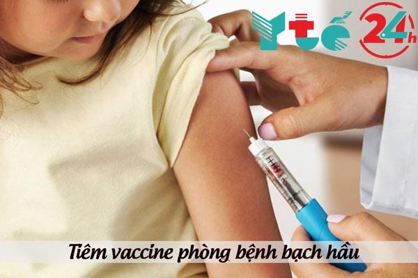 Tiêm vaccine phòng bệnh bạch hầu