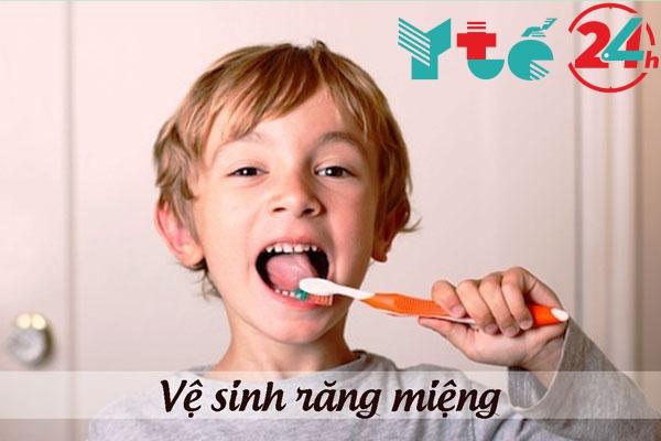 Vệ sinh răng miệng không sạch sẽ dẫn đến viêm họng